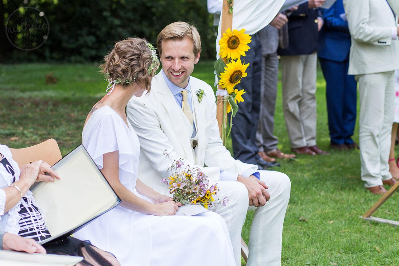 Emotionale Hochzeitsfotografie bei einer Gartenhochzeit in Lindau am Bodensee